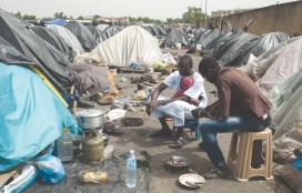Camp illégal des migrants à Oran.