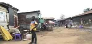 Cette image a un attribut alt vide; le nom du fichier est lost-city-kampala.png
